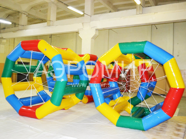 Squirrel wheel inflatable for water
