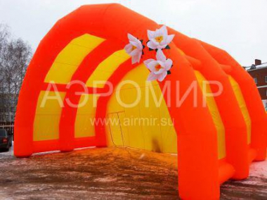 "Scene ""Arched"" 12 x 6 x 6 m with flowers"