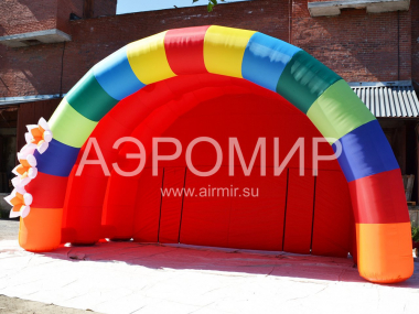 "Scene ""Arched"" 12 x 6 x 6 m with inflatable colors"