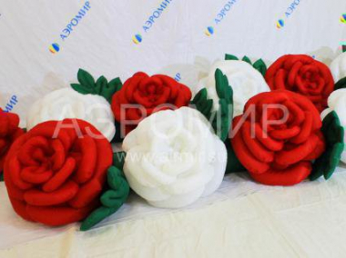 Flower garland Rose with the effect of disclosure