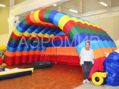 "Inflatable Scene ""Arched"" 6 x 4 x 4 m in colors of the rainbow"
