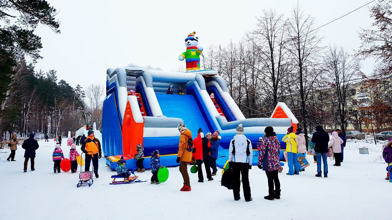 Big winter inflatable slide