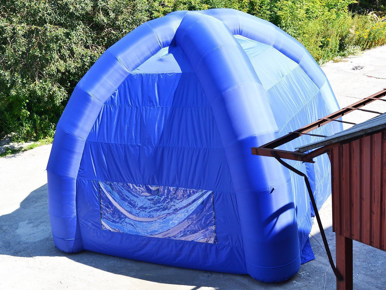 Big blue four-support tent inflatable