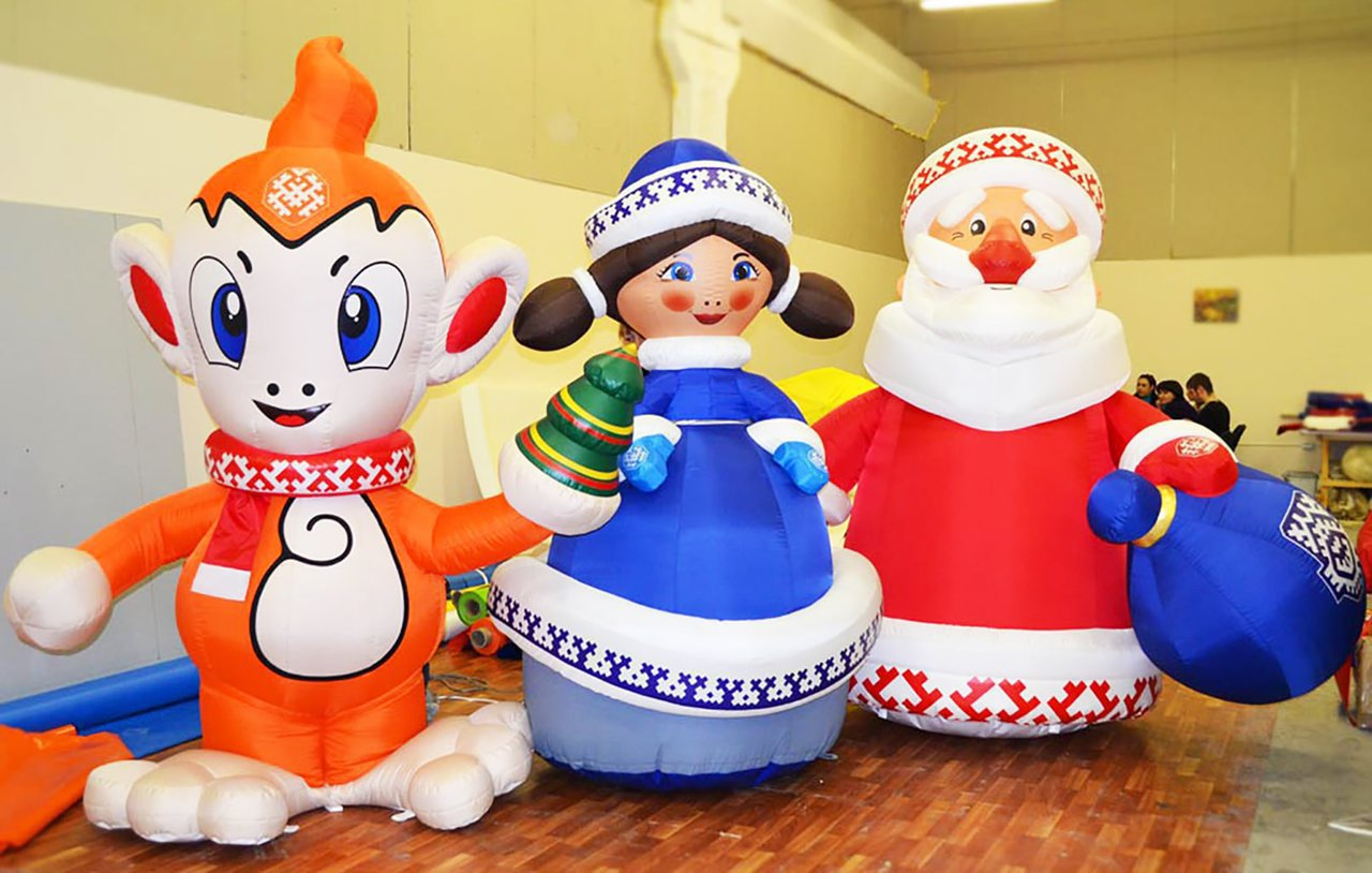 Set of 3 inflatable Christmas figures.