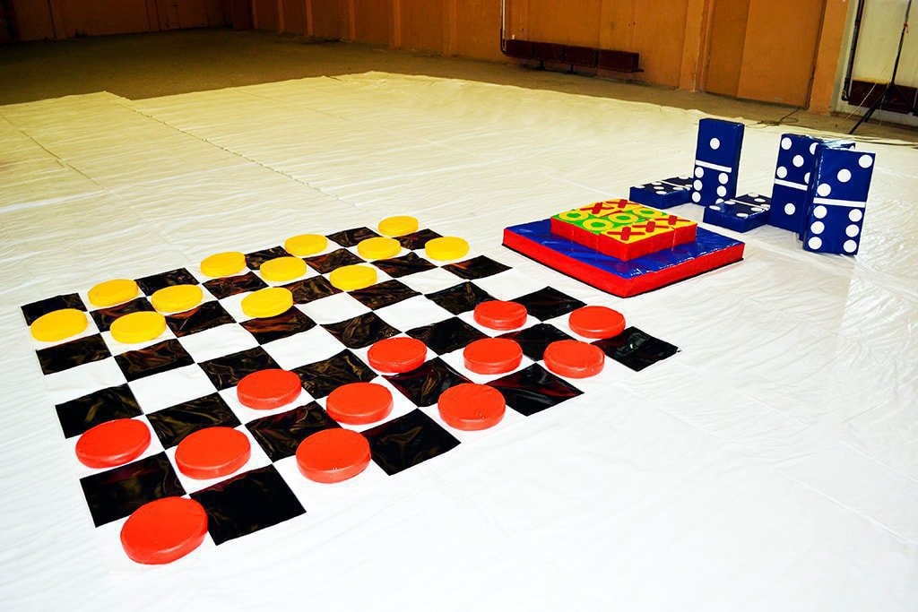 A set of games - Checkers, Domino, Tic-Tac-Toe.