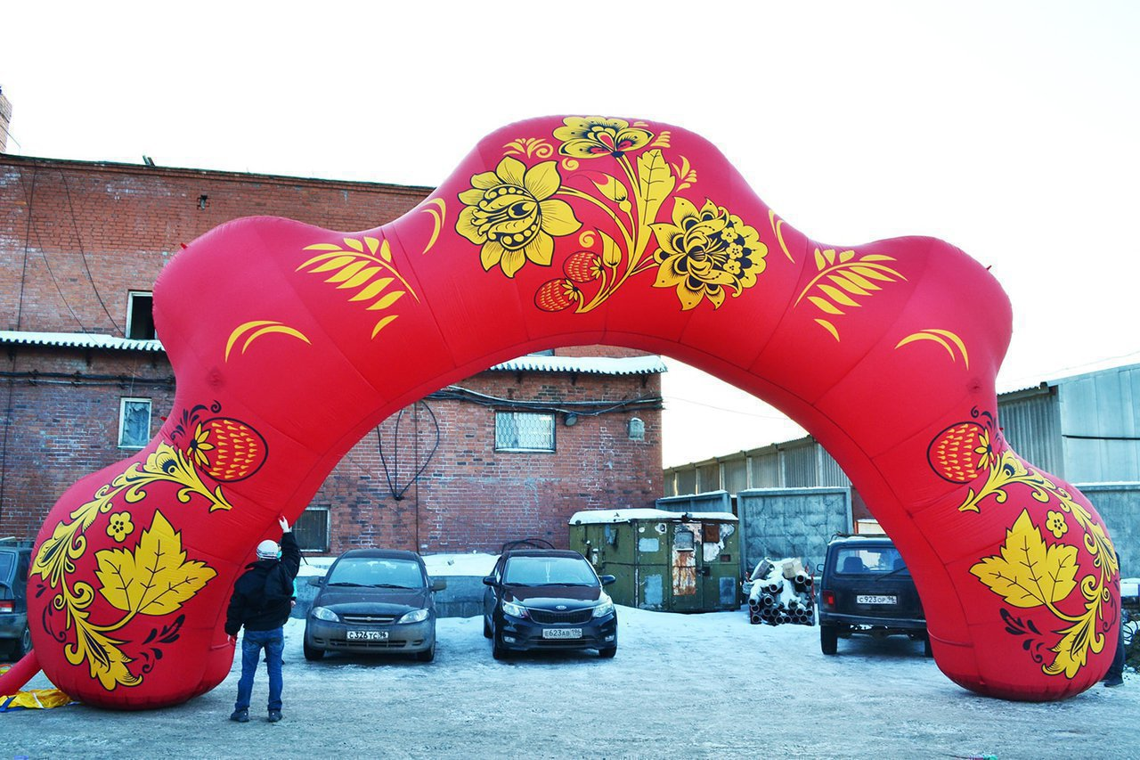 "Inflatable arch ""Khokhloma"" in Vyborg"