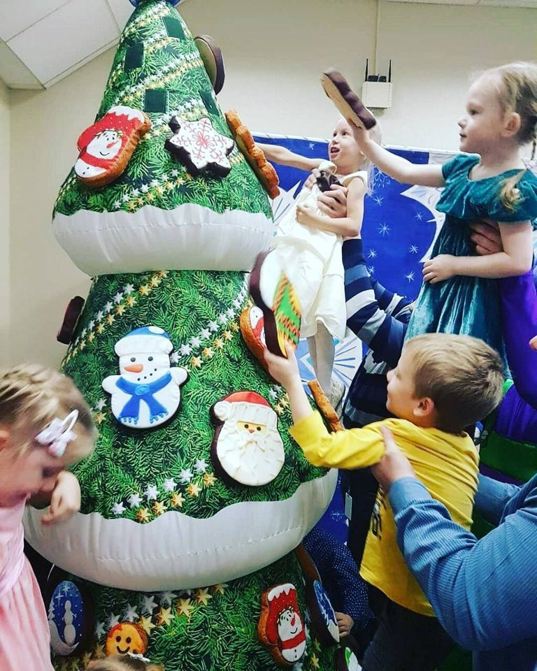 Gingerbread Inflatable Fir-tree