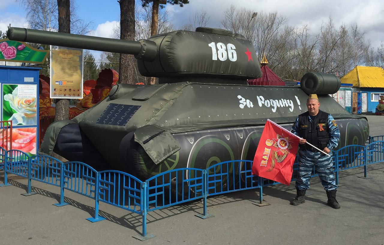 "Inflatable figure ""Tank"" to celebrate Victory Day"
