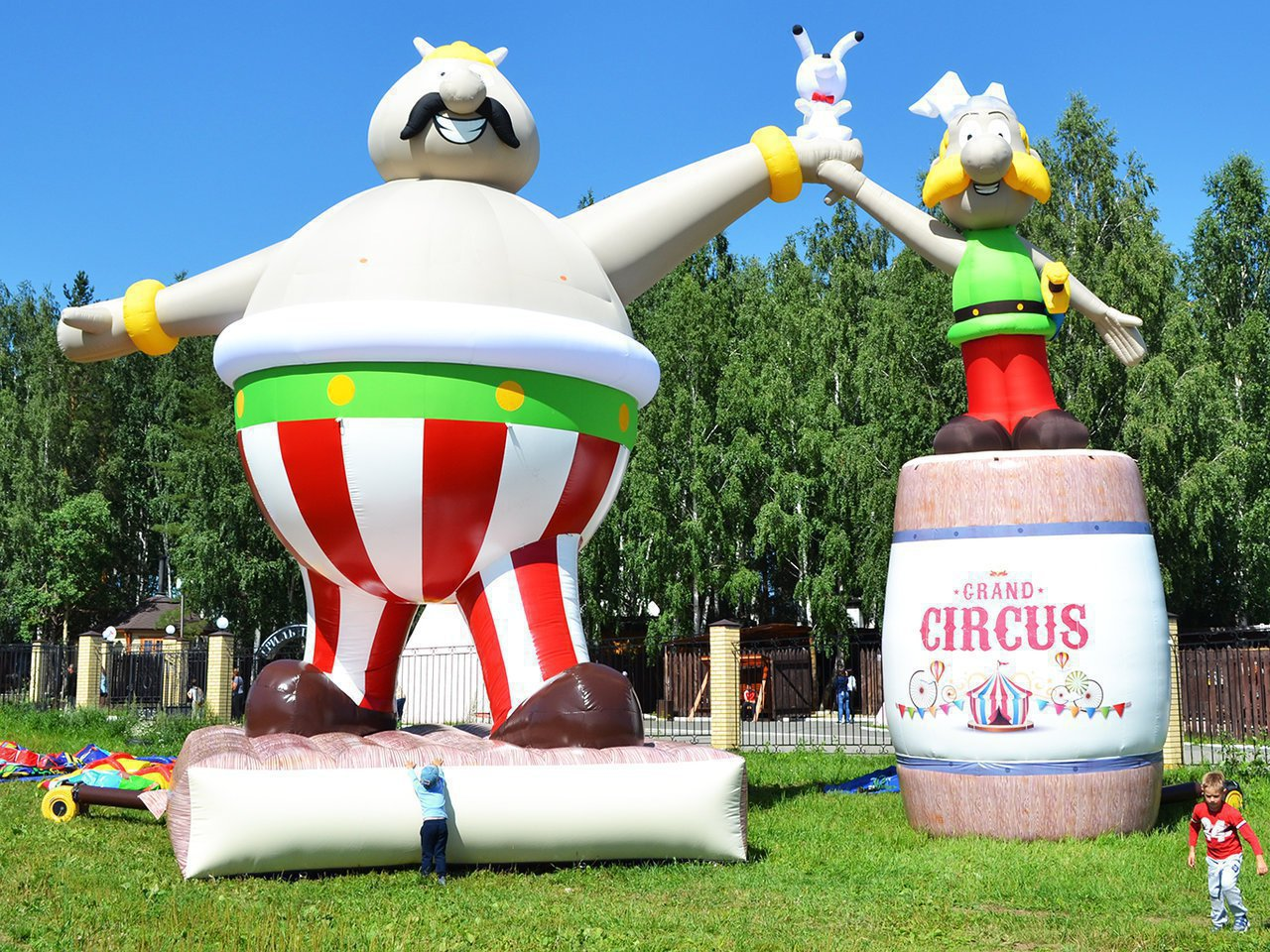 Asterix and Abelix inflatable figures for traveling circus