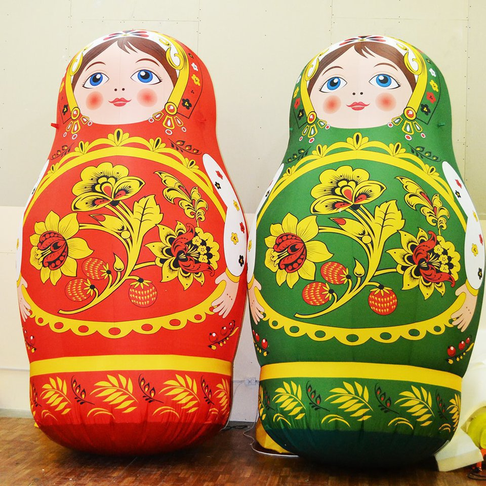 2 inflatable Russian dolls Khokhloma (green and red) for the city of Lensk