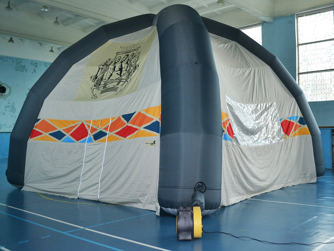 Promotional four-prong inflatable tent