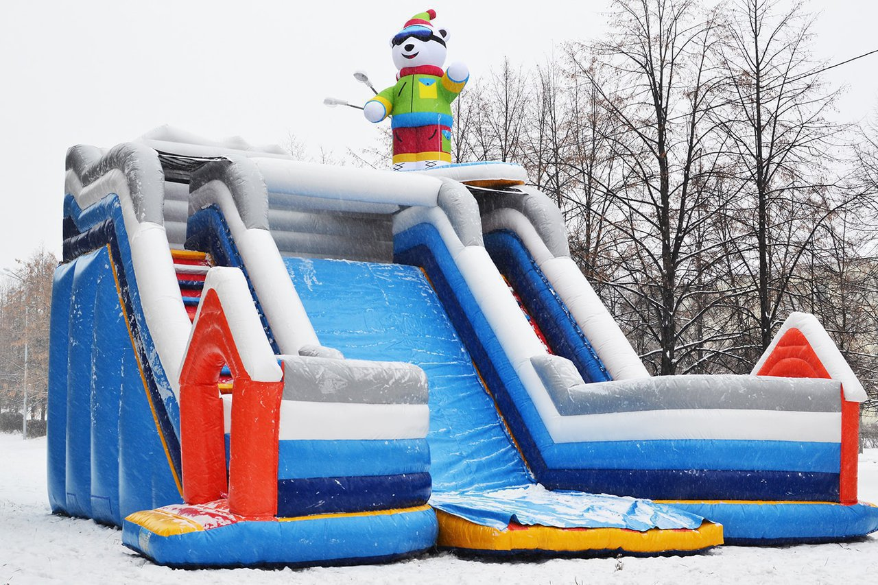 Winter inflatable slide in Snezhinsk